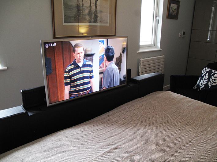 Sampford TV bed at Piglets Boutique B&B