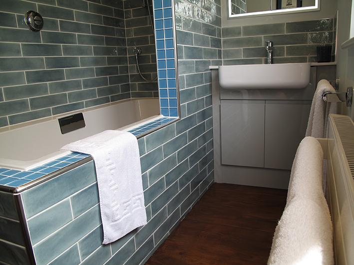 Sampford bathroom at Piglets Boutique B&B